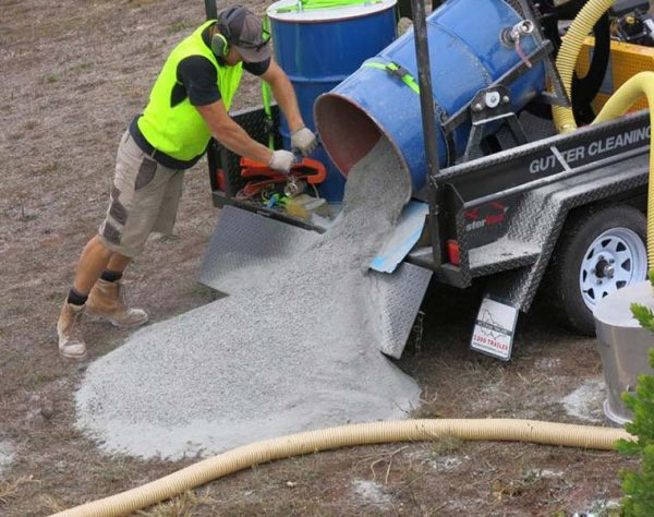 Contractor easily emptying full drum with drum tipper