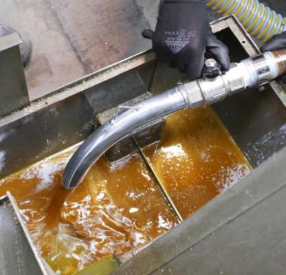 Inside the Delfin Single Phase Tecnoil 220 MPI Vacuum Tank